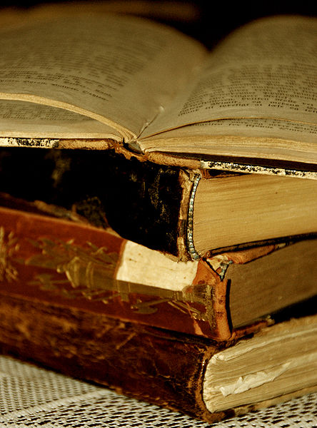 444px-Books_of_the_Past