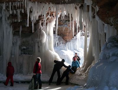 Apostle_Island_Sea_Cave_in_Winter