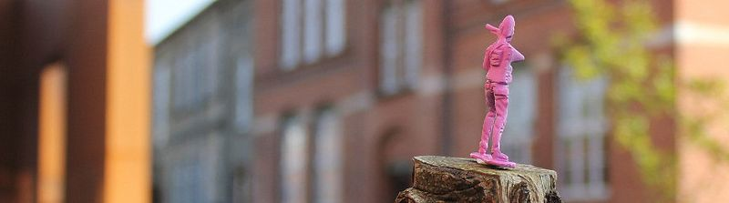 Pink_Army._Street_art_in_Kolding_Denmark_002